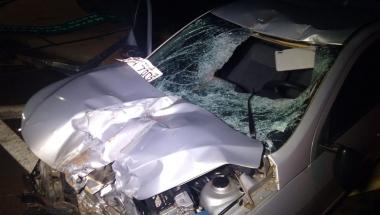 Condutor colide contra placa na 163 após perder controle de veículo em Toledo