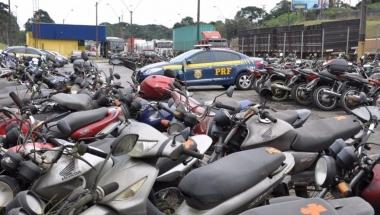 """PRF promove 2º leilão """"online"""" com mais de 600 veículos no Paraná"""