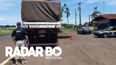 Com apoio da PM, PRF apreende 1 milhão de carteiras de cigarro em duas carretas no Paraná